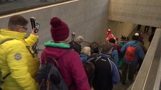 Ski alpin: la foule se presse pour la descente du Lauberhorn à Wengen (BE)