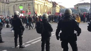 Berne: près de 1500 personnes à la manifestation anti-WEF
