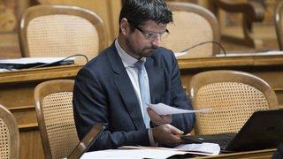 Le PDC Suisse réagit aux nouvelles déclarations de ce week-end. Il désire rencontrer Yannick Buttet dans les plus brefs délais.