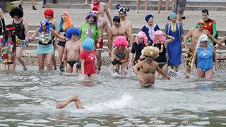 Lac Léman: 80 baigneurs ont plongé dans une eau à 7 degrés à Nyon