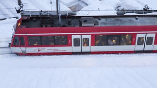 Danger d'avalanche: le trafic ferroviaire à nouveau interrompu entre Viège et Täsch