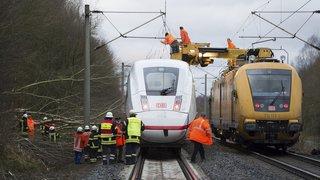 Intempéries: après la tempête, le trafic ferroviaire reprend progressivement en Europe