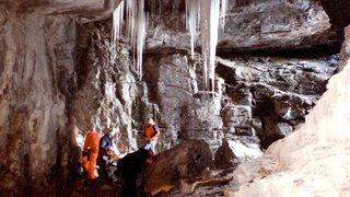 Les huit touristes bloqués dans la grotte du Hölloch ont été rejoints (SZ)