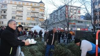 Le recyclage des sapins de Noël devient un spectacle