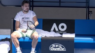 Stan Wawrinka doute, Novak Djokovic brille