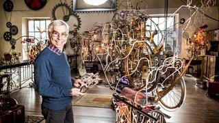Il va créer une sculpture à la Tinguely pour la clinique SUVA