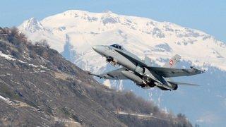 Non, les forces aériennes ne narguent pas les Valaisans