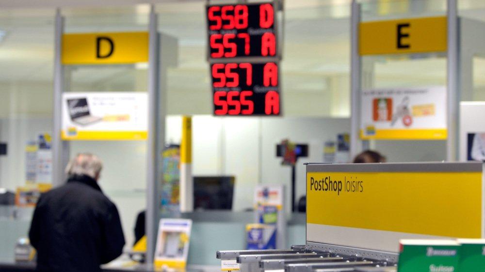 Le Conseil national cherche à serrer la vis en matière de restructuration du réseau postal.