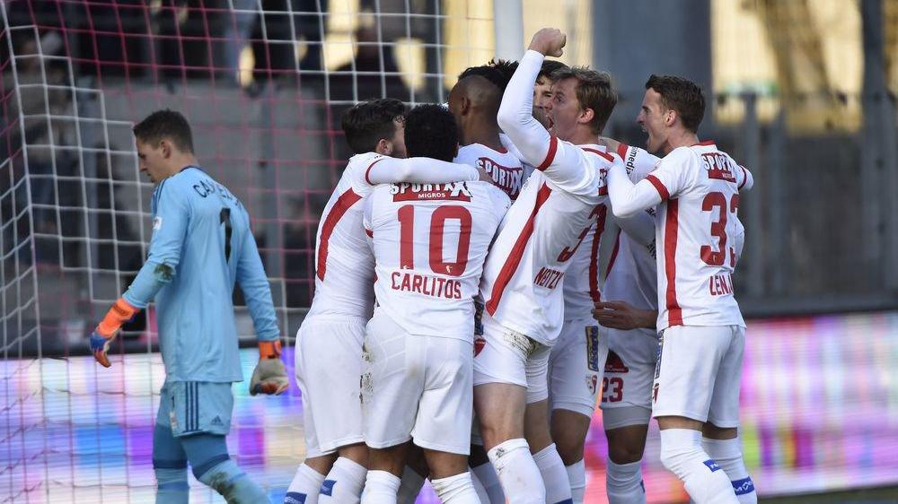 Les joueurs du FC Sion exultent après un but marqué contre Lausanne le 18 février.
