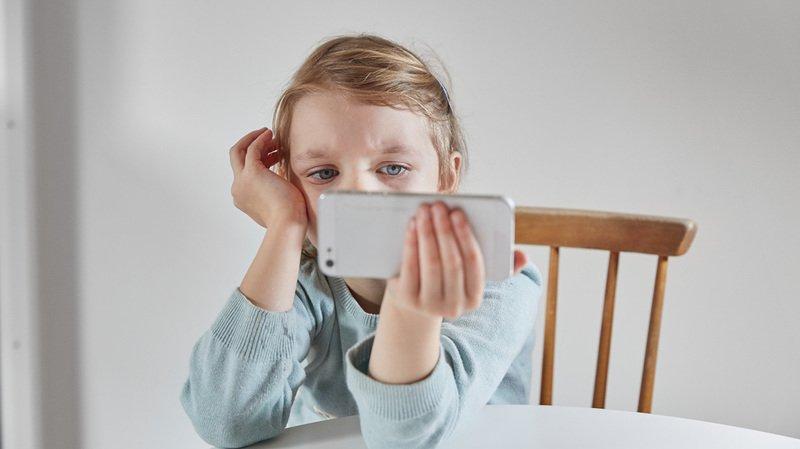 La moitié des jeunes en âge d'aller à l'école primaire utilisent plus souvent Whatsapp qu'en 2015.