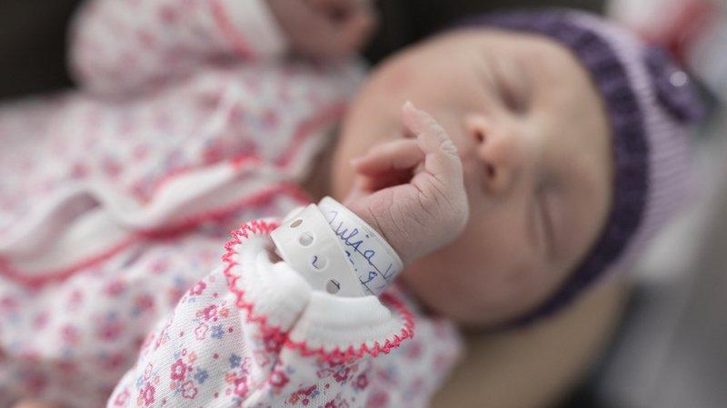 Les mères dont le bébé est hospitalisé durant plus de trois semaines après l'accouchement devraient bénéficier plus longtemps des allocations de maternité.