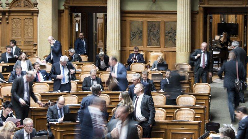 Sondage: près d'un Suisse sur deux est insatisfait de la politique helvétique