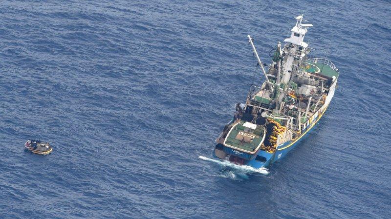 Ferry disparu dans le Pacifique: 7 personnes repérées sur un canot à la dérive