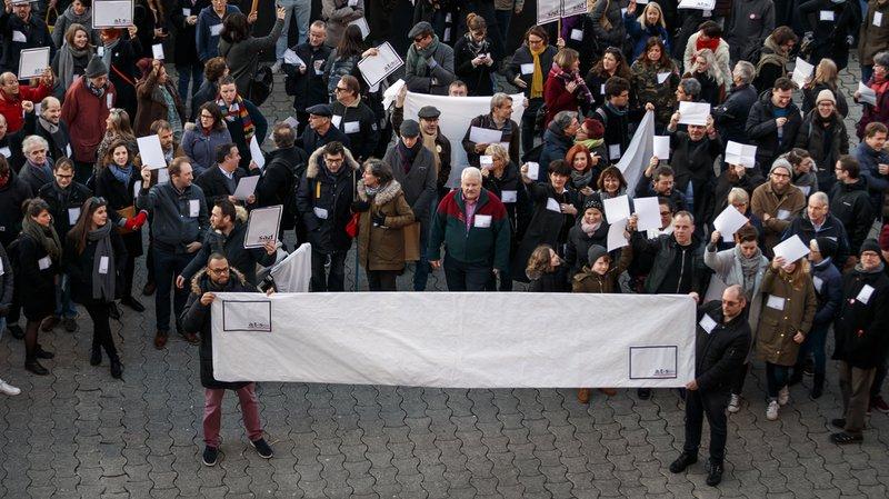 Lausanne: une manifestation en soutien à la presse rassemble près de 200 personnes