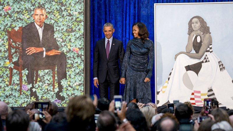 Barack et Michelle Obama ont dévoilé lundi leurs portraits, peints par des artistes afro-américains.