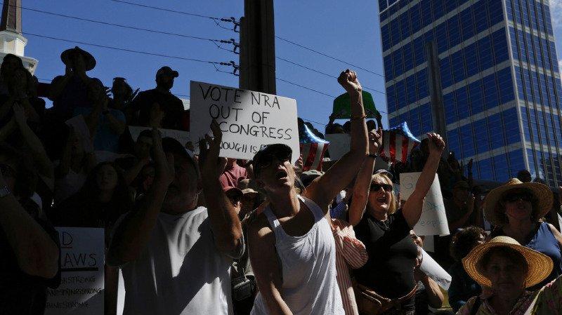 Fusillade en Floride: les survivants manifestent contre le culte des armes