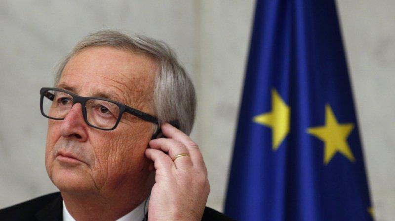 """Si les Etats-Unis veulent instaurer des barrières, """"nous serons aussi stupides"""" qu'eux, a averti le président de la Commission européenne Jean-Claude Juncker vendredi soir."""