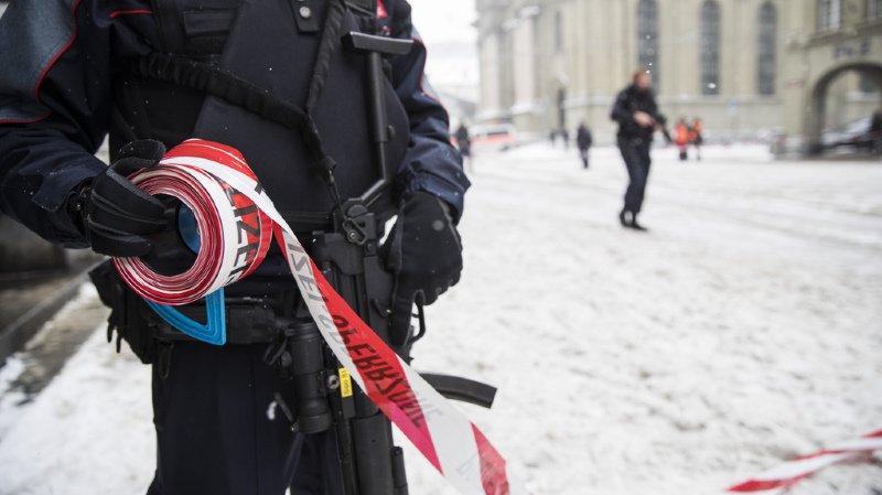 Alerte sur la place de la gare à Berne: un jeune Afghan a menacé d'allumer une bombe