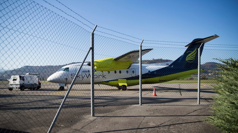 Les avions de la compagnie Skywork Airlines ne volent plus, ce qui laisse nombre de passagers dans l'embarras.