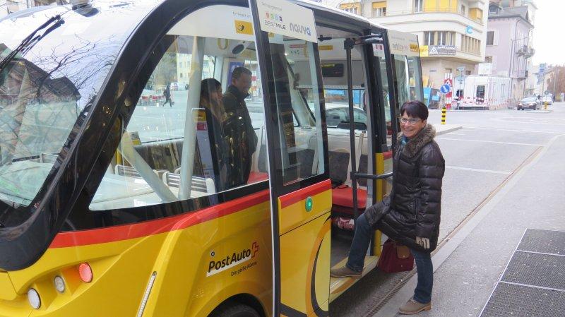 Sion: premier jour en pleine circulation pour les navettes autonomes