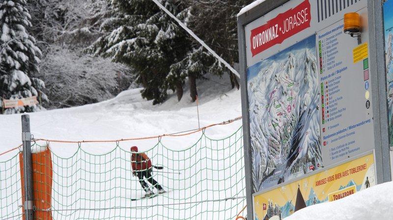 Damage, minage et contrôle des pistes se font en dehors des heures d'ouverture pour assurer la sécurité et le confort des skieurs.