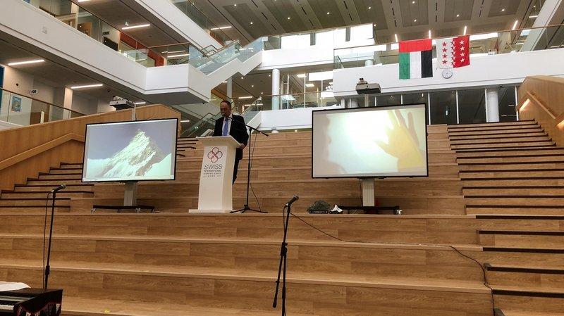 Christophe Darbellay, le chef du département de la formation, lors de l'inauguration de la nouvelle école de Dubaï.