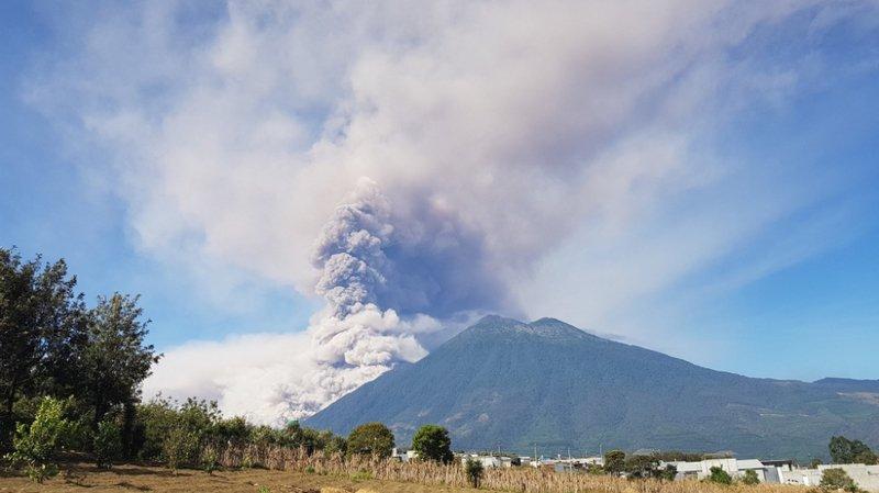 Guatemala: le volcan Fuego en éruption, alerte orange déclenchée