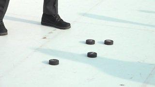 Alain Berset enfile les patins de hockey sur glace