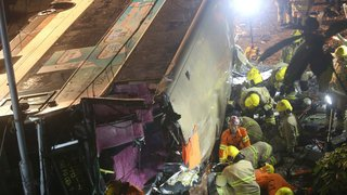 Dix-huit morts  dans un accident de bus