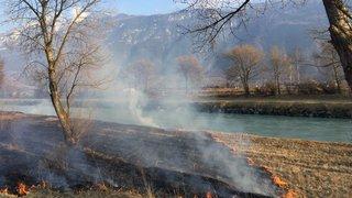 Fully: des enfants provoquent un incendie sur les berges du Rhône