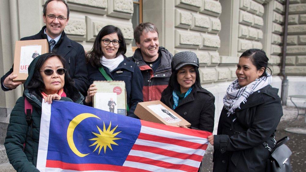 Une pétition a été déposée, hier à Berne, par des ONG.