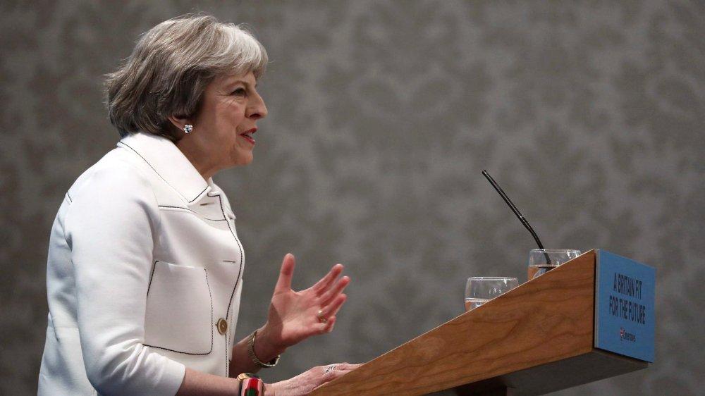 La première ministre britannique, Theresa May, a arraché une demi-victoire, hier.