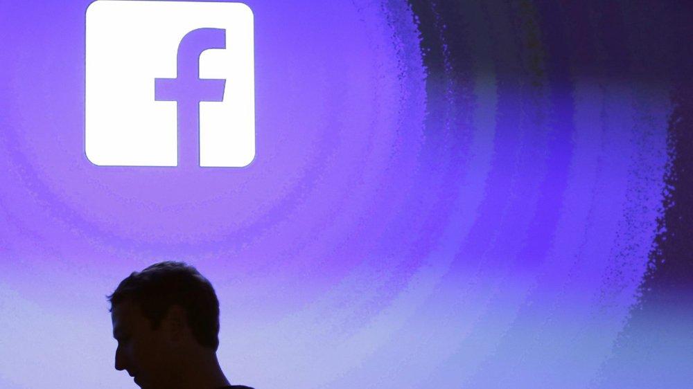 Devant l'ampleur du scandale, une commission parlementaire britannique a demandé au patron de Facebook, Mark Zuckerberg,  de venir s'expliquer devant elle. Le jeune milliardaire a également été invité à s'exprimer devant le Parlement européen.