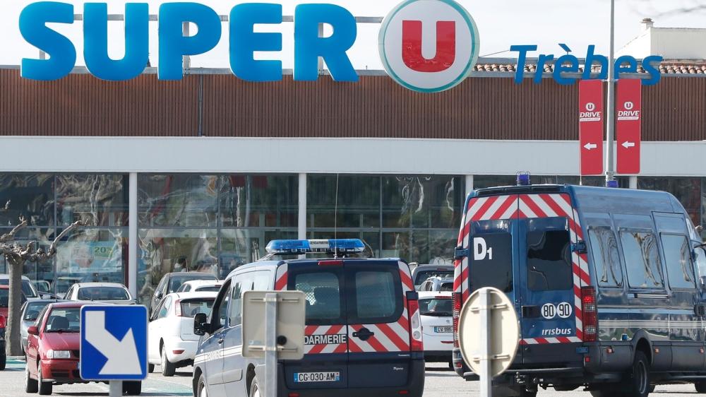 La prise d'otages du magasin Super U de Trèbes s'est soldée par un bilan d'au moins trois morts,  dont le terroriste, abattu par les forces de l'ordre.