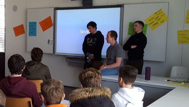 Une centaine de jeunes du CO du Haut-Lac ont pris part à des ateliers pour apprendre à se comporter dans le monde professionnel
