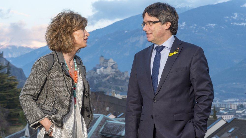 Béatrice Riand,catalane et directrice de l'1Dex Mag, accueille chez elle Carles Puigdemont, leader indépendantiste catalan, pour un souper privé.