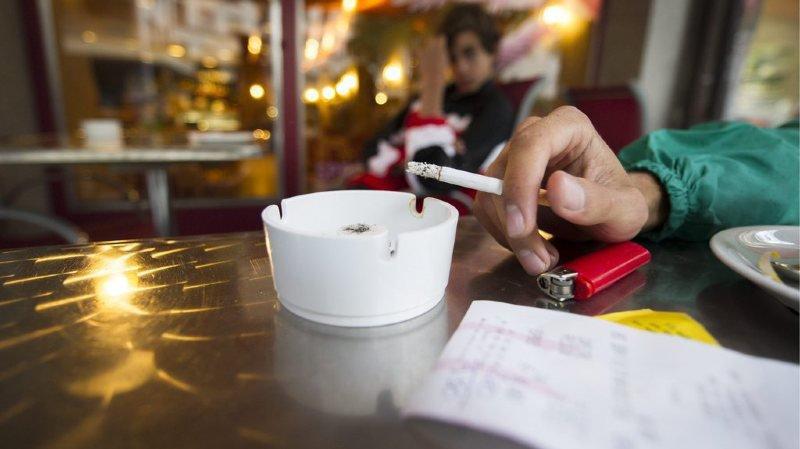 """L'initiative """"Oui à la protection des enfants et des jeunes contre la publicité pour le tabac (enfants et jeunes sans publicité pour le tabac"""") demande que la Confédération interdise """"notamment, pour les produits du tabac, toute forme de publicité qui atteint les enfants et les jeunes"""". (illustration)"""
