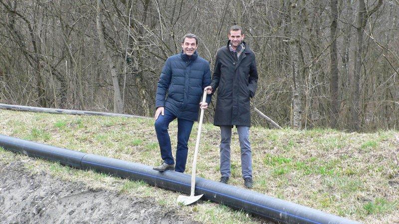 Etienne Roy, vice-président d'Avançon Energie SA (à gauche) et Laurent Lattion, président, lors du début des travaux