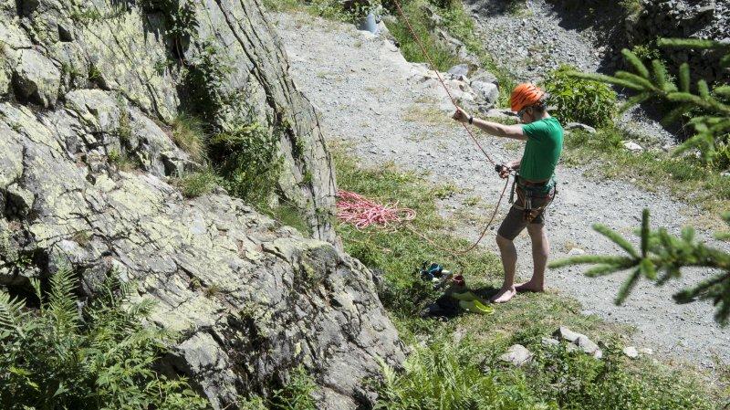 La révision fait également entrer de nouvelles professions dans la loi, comme les professeurs d'escalade et les accompagnateurs de randonnées.