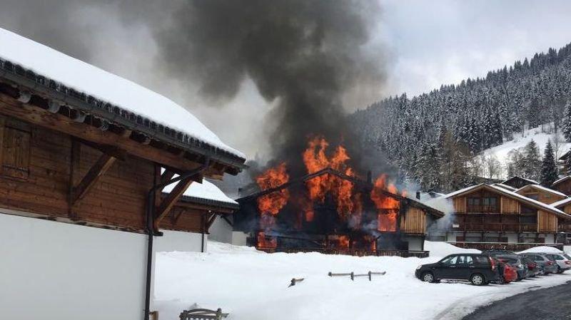 La bâtisse a pris feu en fin de matinée ce mercredi.