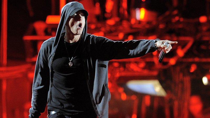"""""""Ce pays tout entier devient taré / Et la NRA nous bloque le passage"""", a rappé Eminem."""
