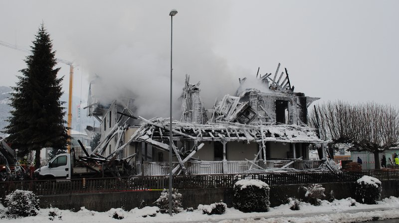L'ancien hôtel, quasiment détruit par les flammes, a été rasé.