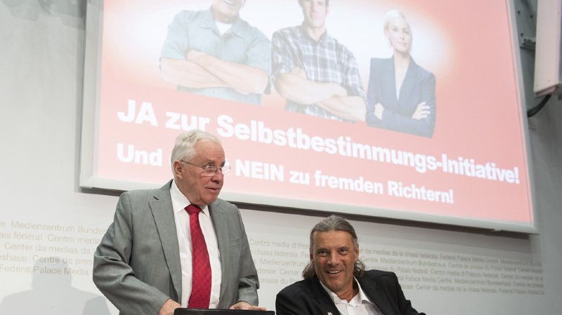 Christoph Blocher et Oskar Freysinger se retirent de la direction de l'UDC