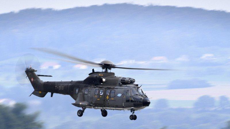 Argovie: trois voleurs défoncent la barrière d'un poste-frontière, un hélicoptère de l'armée les recherche
