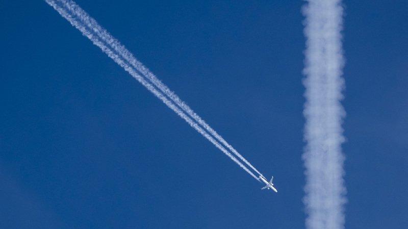 Climat: une alliance souhaite que les Suisses paient plus cher pour prendre l'avion