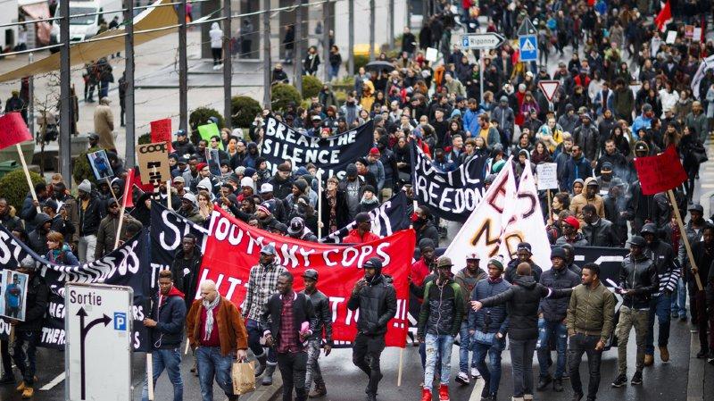 Lausanne: après la mort d'un Nigérian, 500 personnes manifestent contre les violences policières