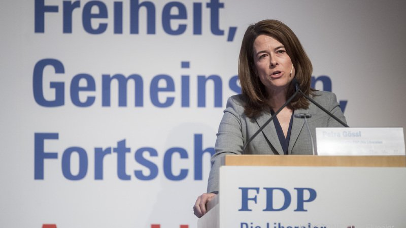Elue à la présidence du PLR il y a deux ans, la Schwyzoise Petra Gössi a été reconduite par une ovation debout des quelque 330 délégués présents.