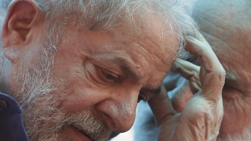 Lula, président de 2003 à 2010, reste l'homme politique le plus populaire du Brésil malgré sa condamnation et six autres procès pour corruption intentés contre lui.