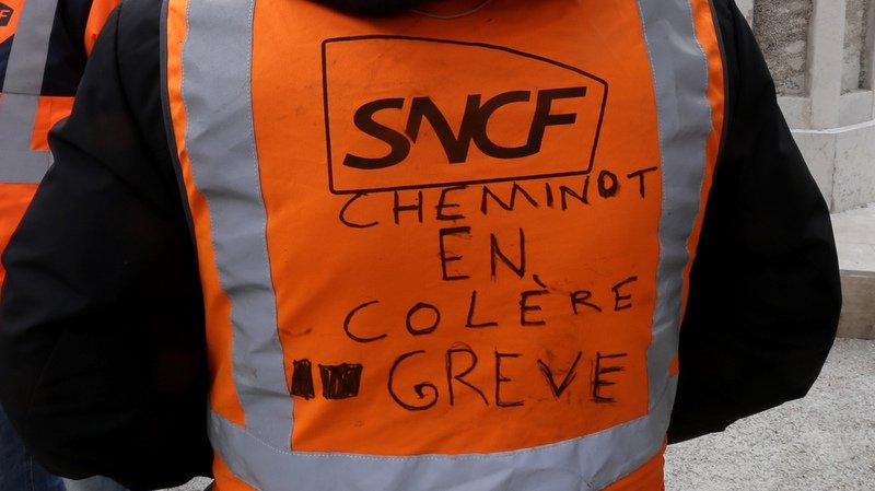 """La grève SNCF démarre fort, Paris prévoit des """"jours difficiles"""" et aucun TGV ne circule plus vers la Suisse"""