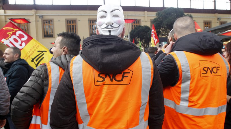 """France: la grève a déjà coûté """"une centaine de millions d'euros"""", selon le patron de la SNCF"""